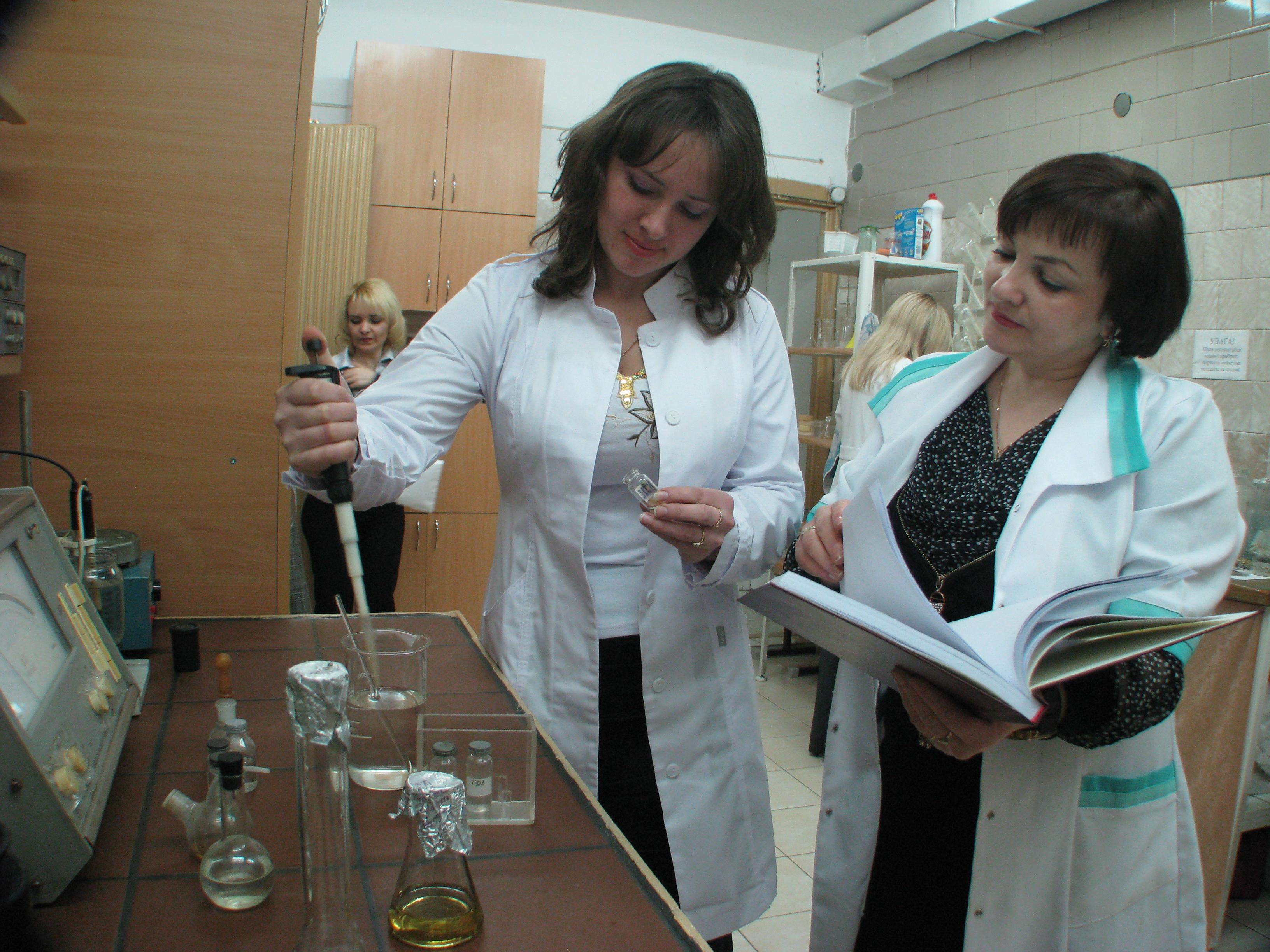 к.б. н. Майорова О.Ю. та науковий керівник д.б.н. Дробик Н.М