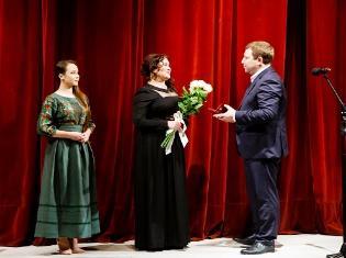ЗМІ про нас. На сцені театру - магістри ТНПУ: вітання, відзнаки, напутні слова (ФОТО) і