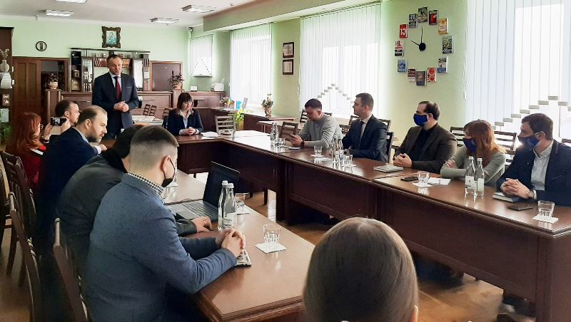Обговорення можливостей та викликів діяльності рад молодих вчених в Україні