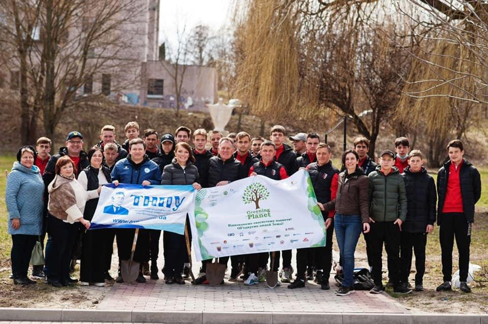 Спільними зусиллями садили дерева в Біблійному саду ТНПУ